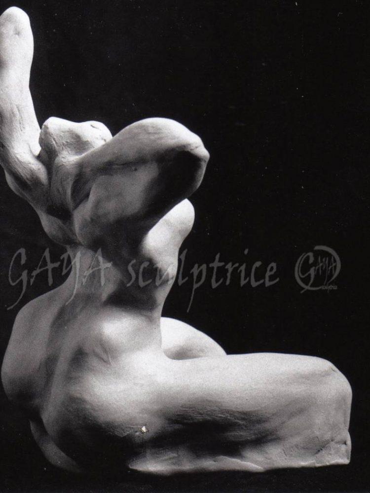 La Chatte - Terre crue - 12/1993 - h 20cm x 15 x12 - Collection Privée